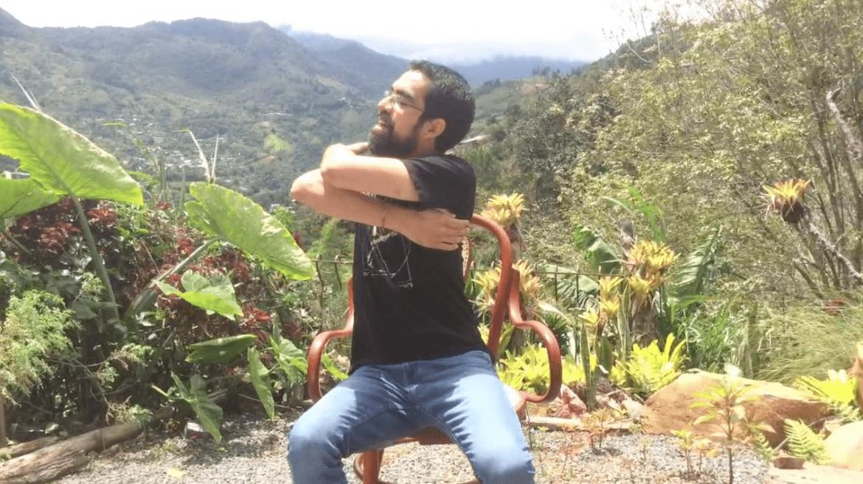 Relaja la espalda movilizando la pelvis